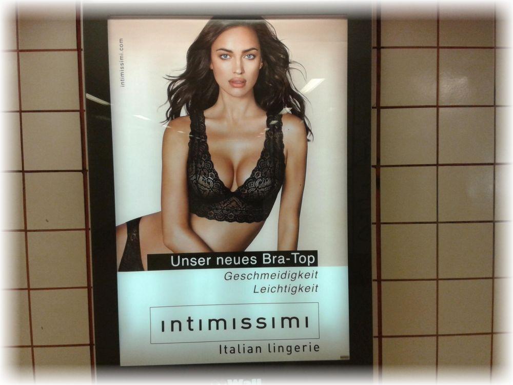 Sex sells. (aufgenommen in einem Berliner U-Bahnhof am 10. März 2017)