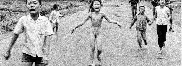 Aufgenommen am 8. Juni 1972 im Dorf Trang Bang unweit von Saigon. Foto: Nick Ut/AP. Quelle: derwesten.de vom 6.6. 2012